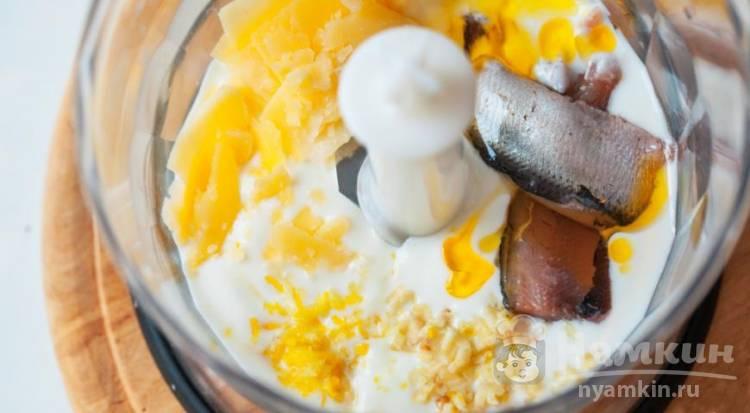 Соус «Цезарь» на основе йогурта - фото шаг 3