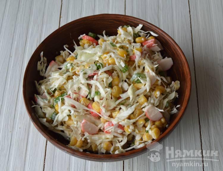 Салат из капусты, кукурузы и крабовых палочек  - фото шаг 4