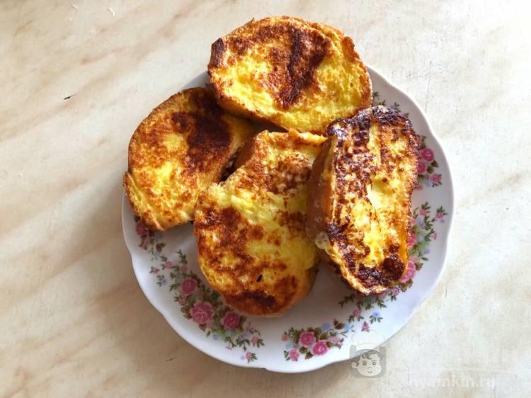 Гренки с яйцом и чесноком на сковороде - фото шаг 6