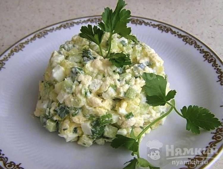 Салат с плавленым сыром, картошкой и огурцами
