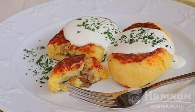 Картофельные пирожки с начинкой из шампиньонов