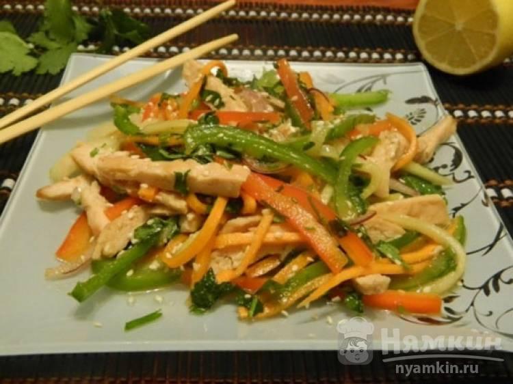 Тайский салат с маринованным куриным филе