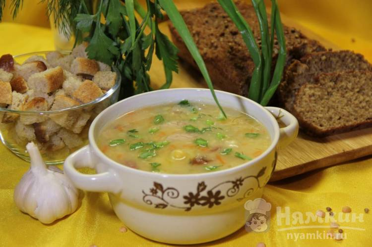 Гороховый суп на курином бульоне с копчёностями