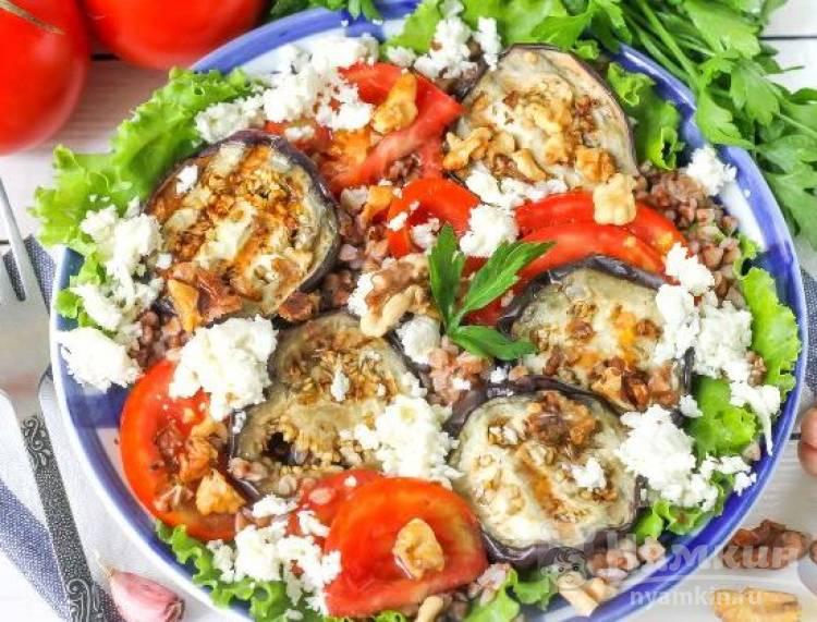 Салат из гречки и овощами на гриле