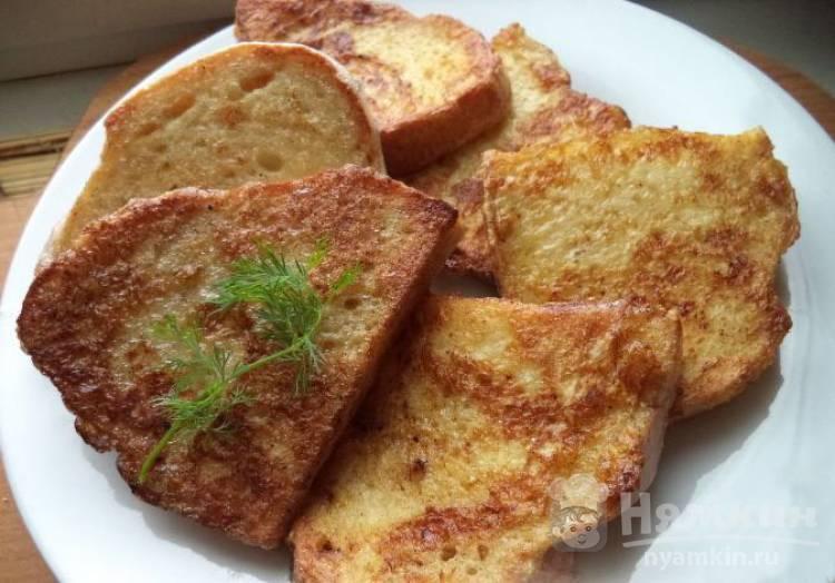 Соленые гренки из белого хлеба на сковороде