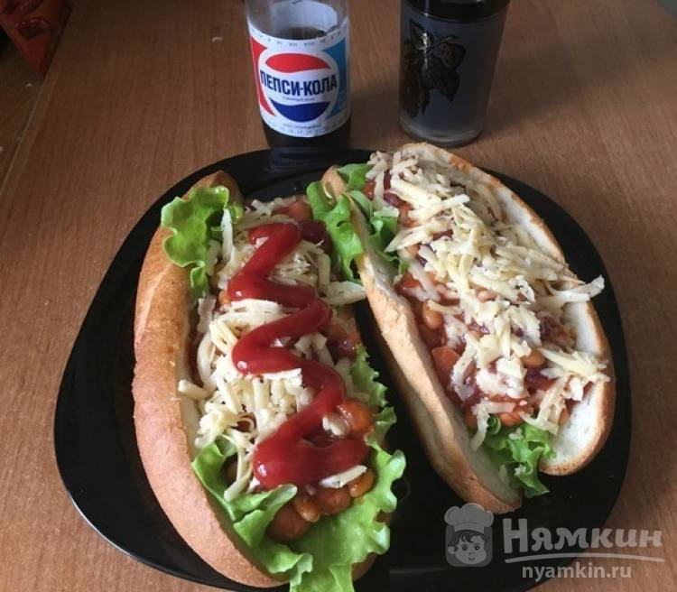 Домашние хот-доги с соусом чили