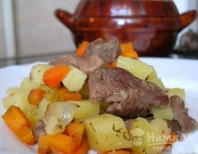 Мясо гуся запеченное в горшочках с овощами