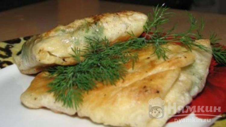 Закуска из лаваша с брынзой и помидором на сковороде