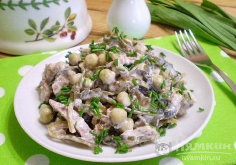 Диетический салат с говядиной и морской капустой