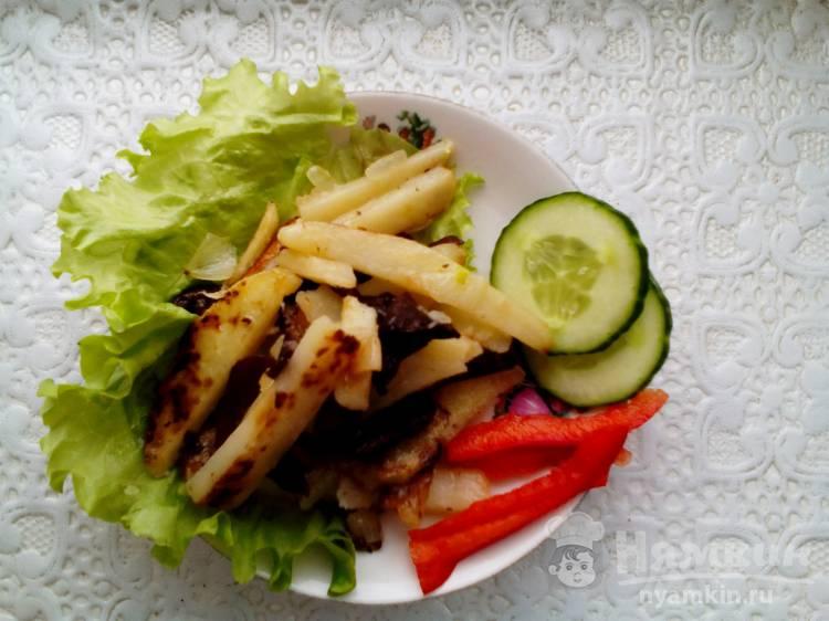 Жаренная картошка с замороженными опятами