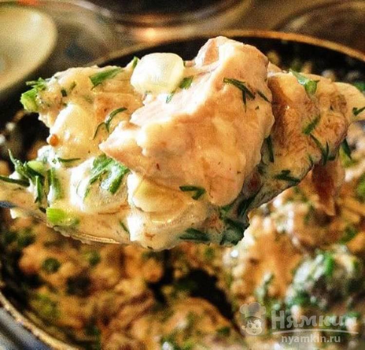 Фрикасе из свинины и грибов с плавленым сыром