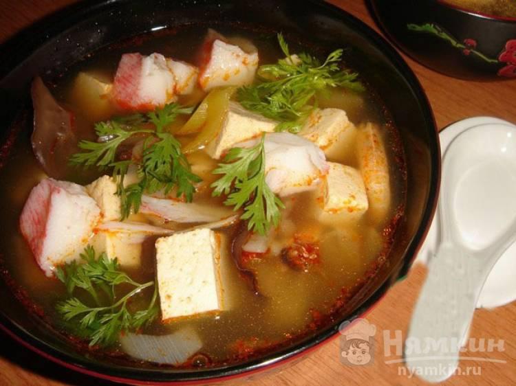 Мисо-суп с крабовыми палочками и грибами
