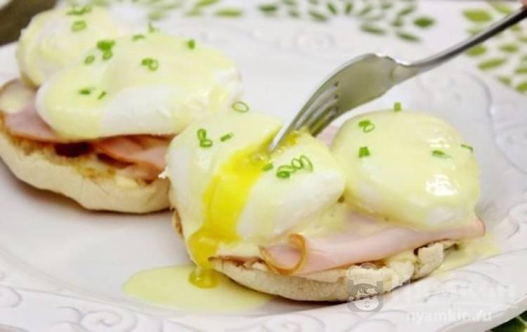 Яйца Бенедикт с соусом