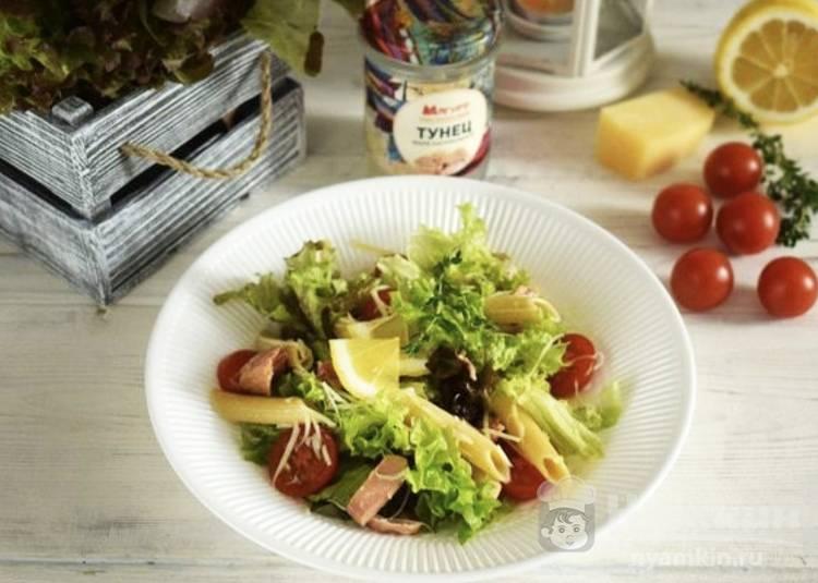 Салат с макаронами и консервированным тунцом
