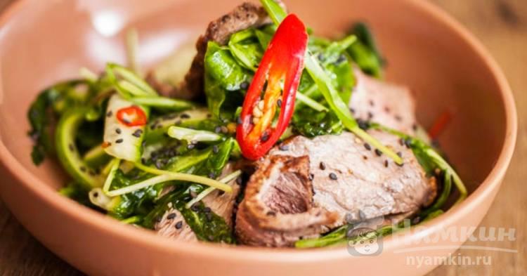 Теплый салат с говядиной и острой заправкой