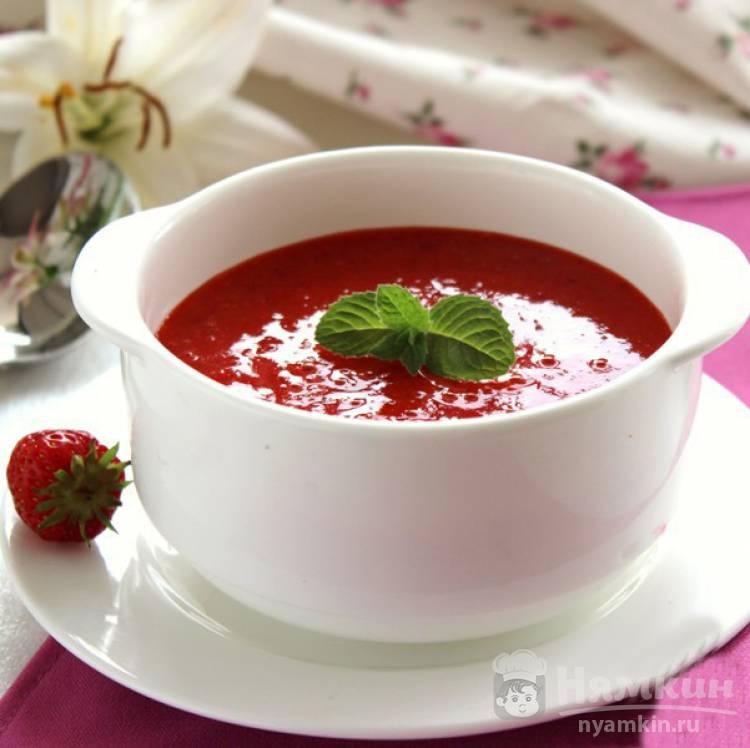 Клубничный холодный суп со сливками