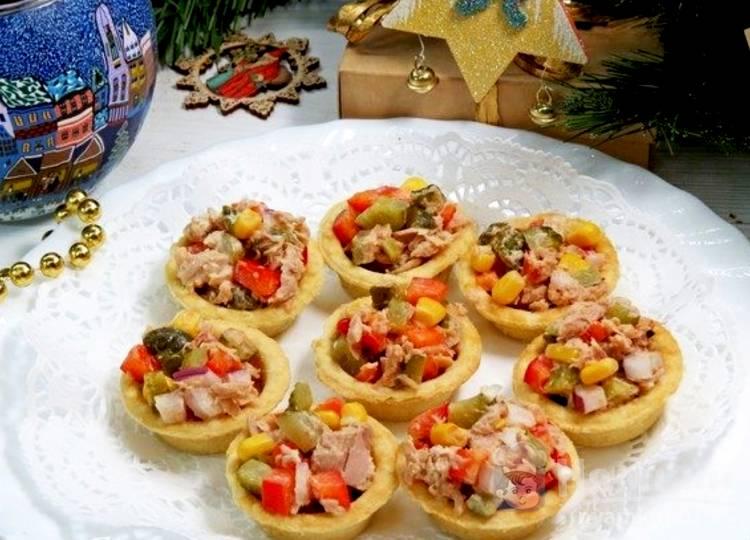 Быстрые тарталетки с начинкой из тунца и кукурузы