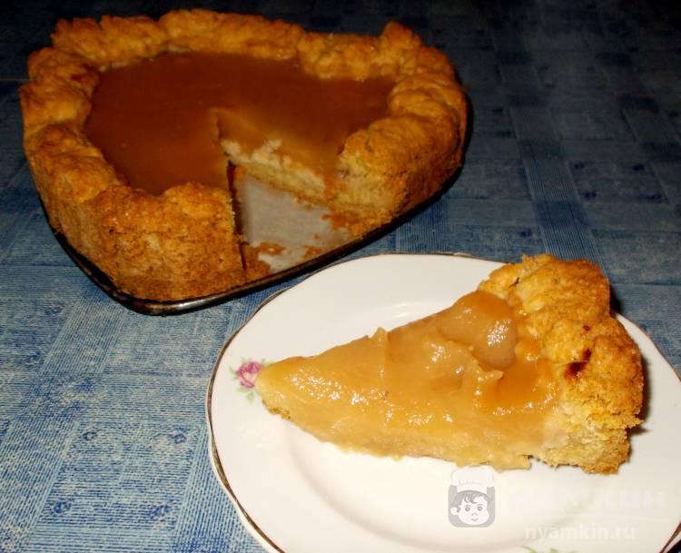 Открытый яблочный пирог на песочном тесте