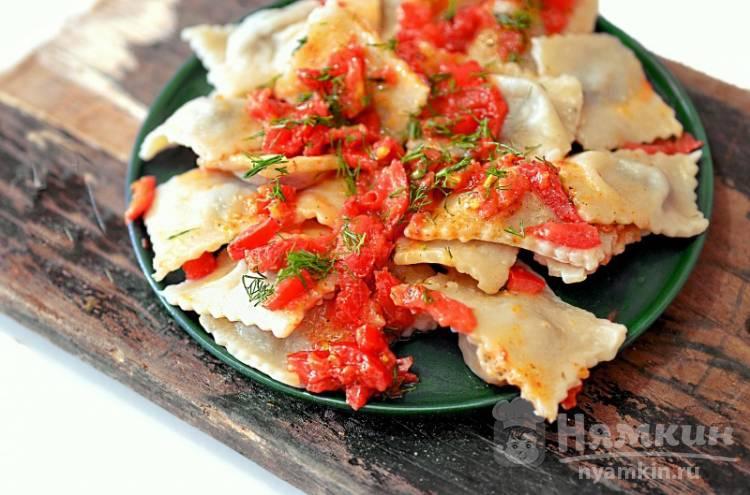 Равиоли с томатным соусом