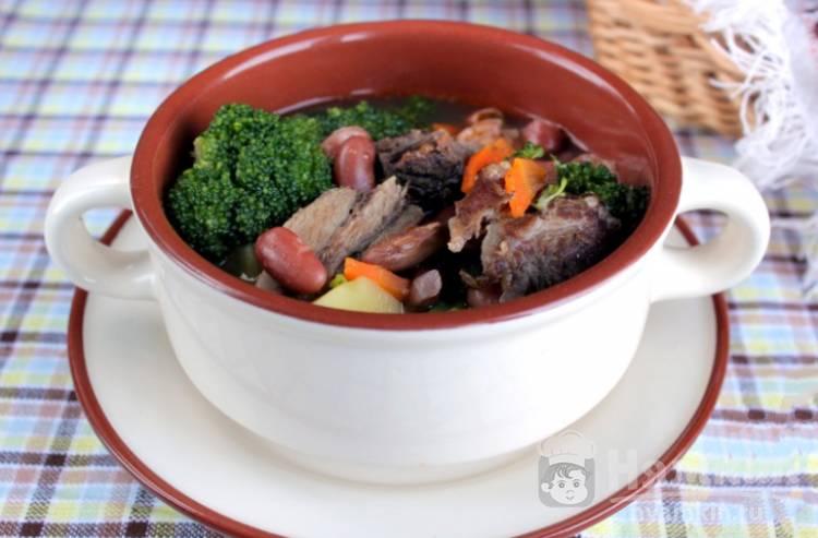 Мясной суп с фасолью и брокколи