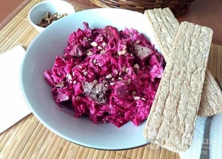 Салат из свеклы с куриной печенью и сметаной