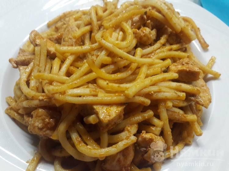 Спагетти с курицей и песто