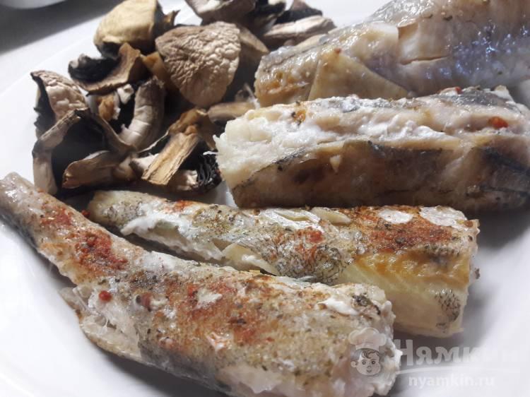 Минтай с грибами в духовке