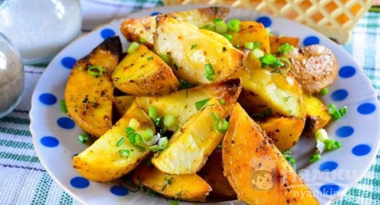 Картошка по-деревенски со специями в духовке
