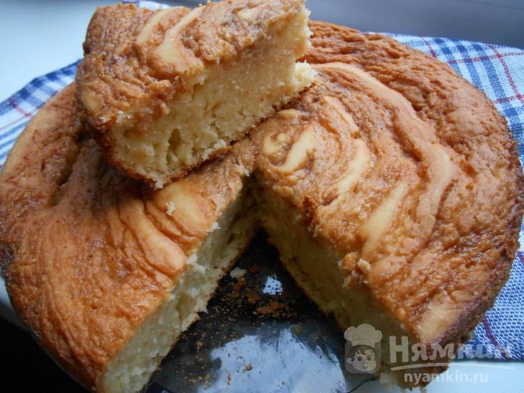 Пирог на кислом молоке с малиновым вареньем