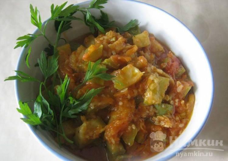 Кабачки с овощами и томатной пастой