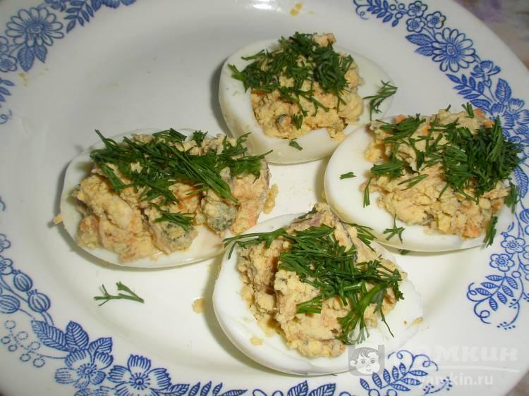 Яйца фаршированные мидиями