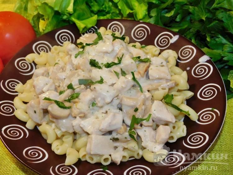 Курица с шампиньонами в сливочно-чесночном соусе