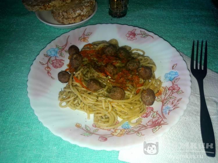 Спагетти с мясными консервами
