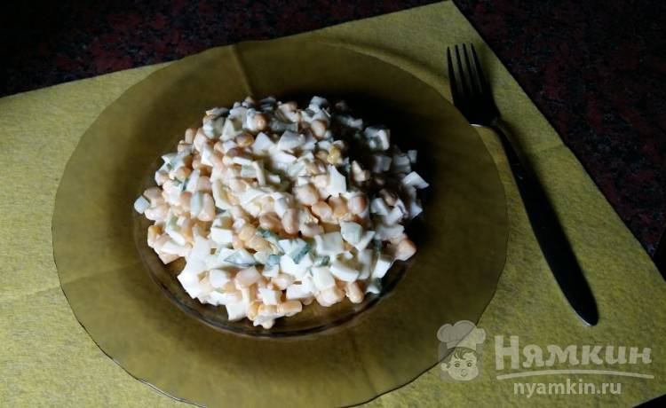 Салат со свежим огурцом и кукурузой