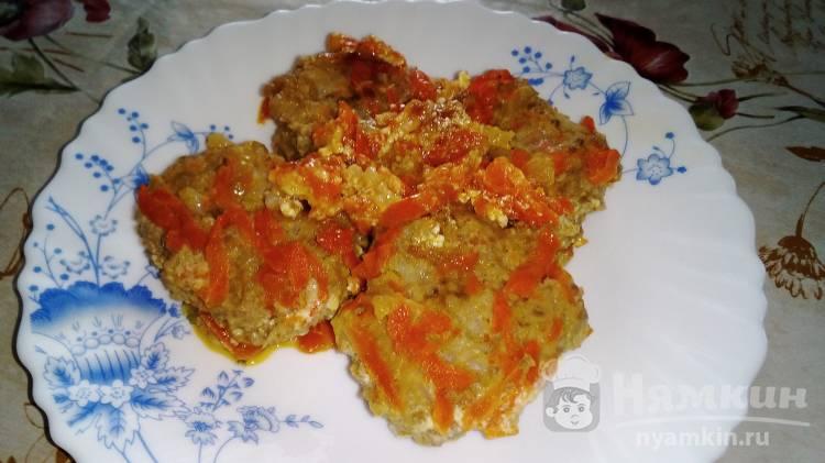 Тефтели из индоутиной грудки и куриного фарша с овощами и сметаной