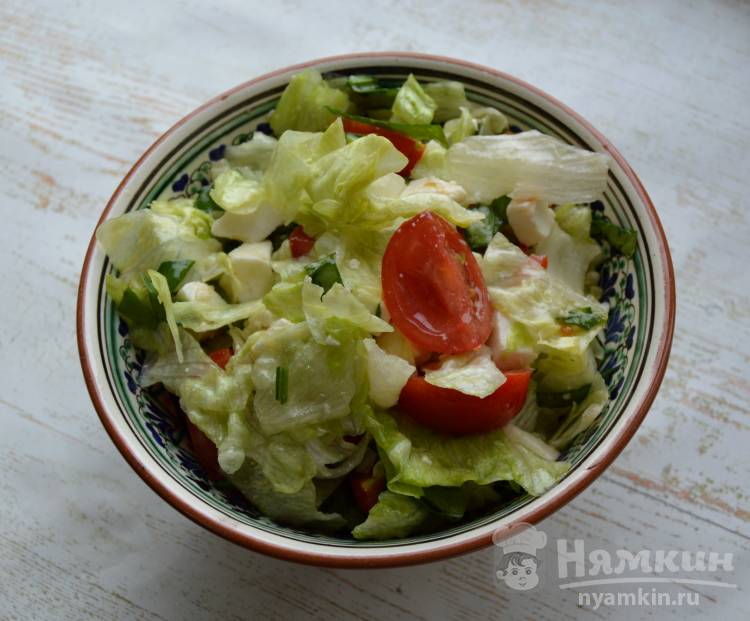 Легкий салат с айсбергом и шпинатом