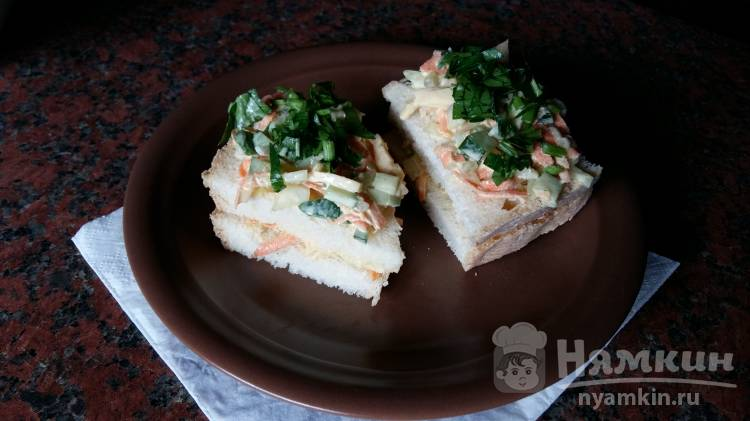 Бутерброды со свежими овощами и зеленью