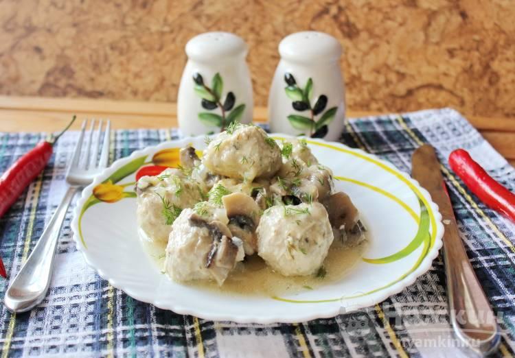 Мясные тефтели в грибном соусе