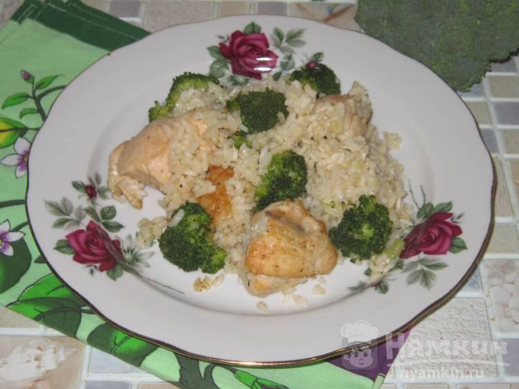 Курица тушеная с рисом и брокколи