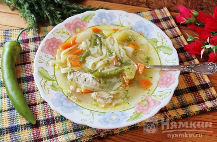 Суп из индейки с зеленой фасолью и лапшой