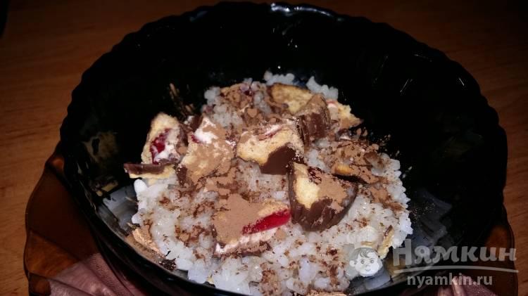 Рисовый десерт с шоколадным печеньем и какао