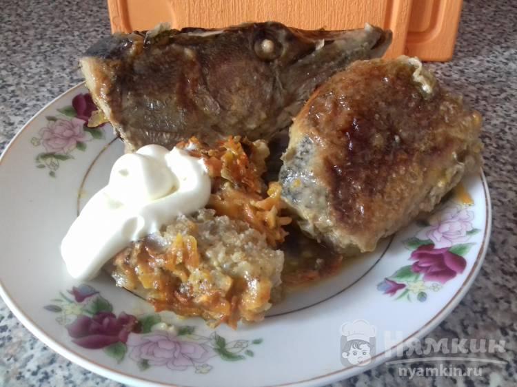Щука запеченная в духовке с луком и морковью