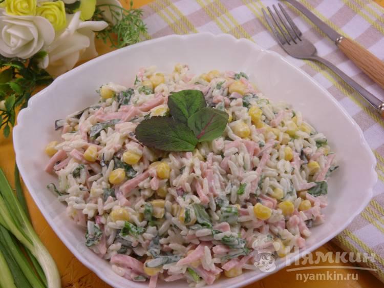 Салат с рисом и ветчиной