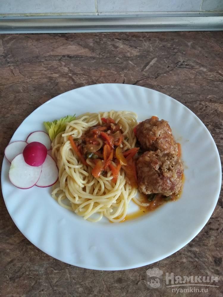 Тефтели со спагетти в томатном соусе