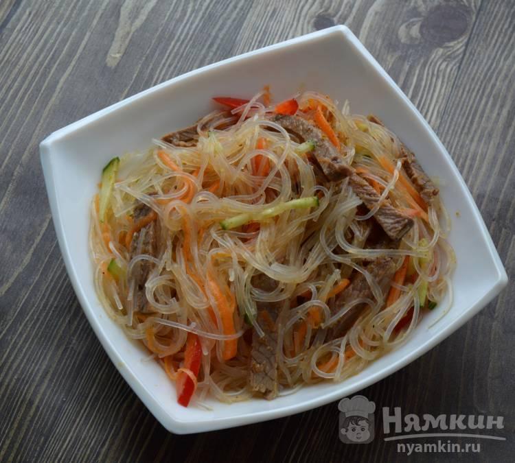 Салат Фунчоза с говядиной и овощами