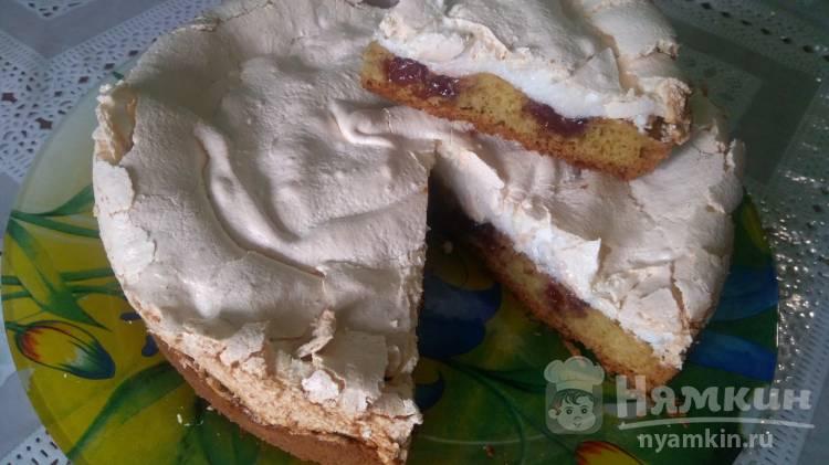 Вишневый пирог с меренгой