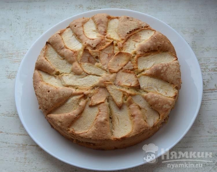 Классический пирог Шарлотка с яблоками