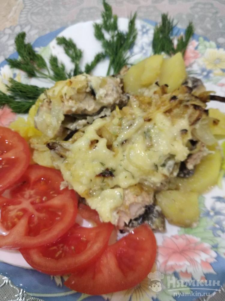 Горбуша в духовке с картошкой и грибами