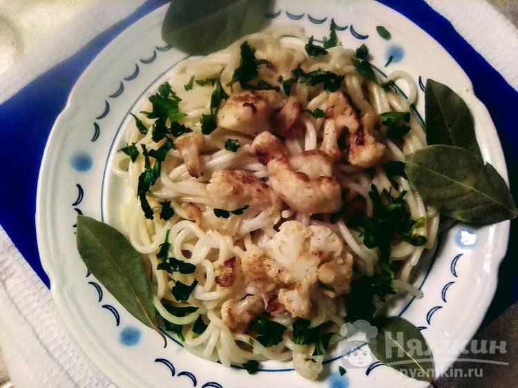 Спагетти с цветной капустой и петрушкой