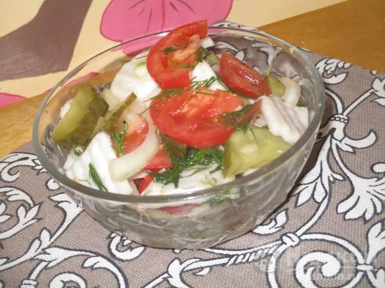 Салат с редькой и соленым огурцом